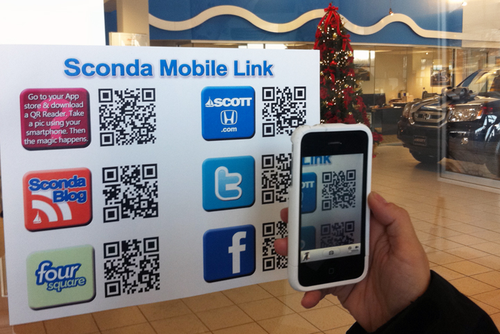 A customer uses our Sconda Mobile Link to check ScottHonda.com's inventory.